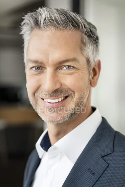 Portrait of successful, smiling businessman — Stock Photo