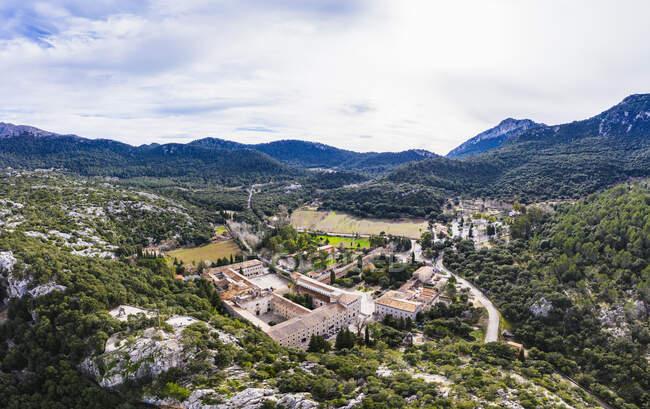 Spagna, Isole Baleari, Escorca, Drone veduta del monastero di Santuari de Lluc — Foto stock