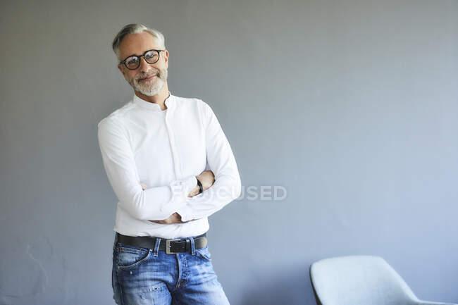 Retrato de homem maduro confiante — Fotografia de Stock