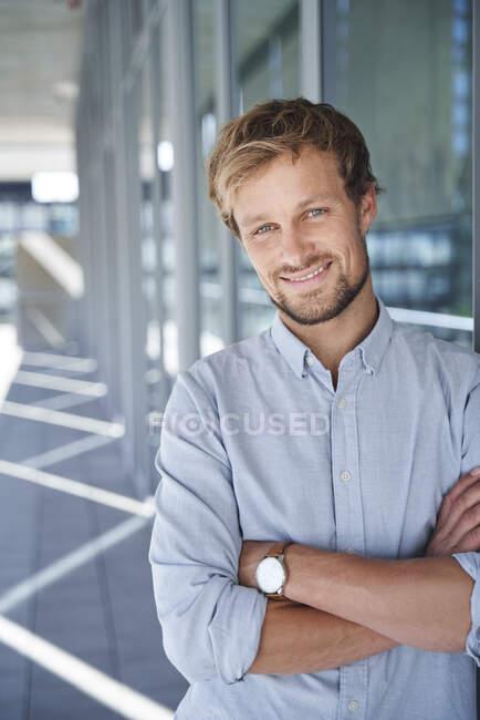 Portrait of smiling businessman — Stock Photo