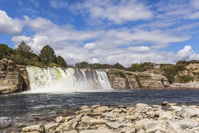 Nueva Zelanda, Oceanía, Isla Sur, Tasmania, Reserva Escénica Maruia Falls, Maruia Falls - foto de stock