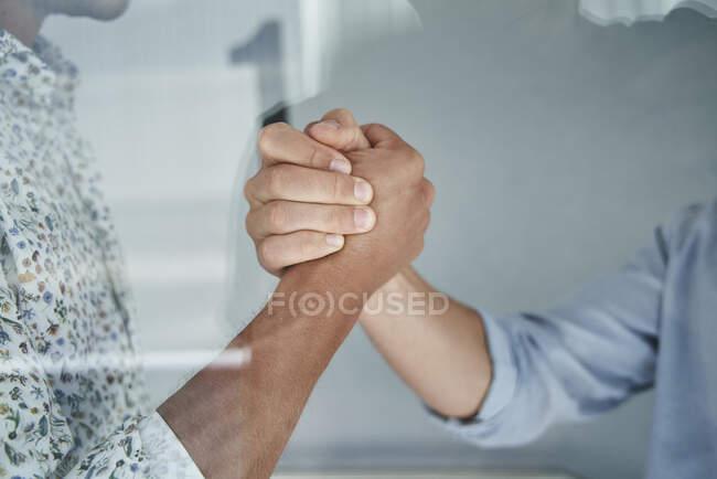 Рукостискання. — стокове фото