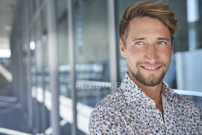 Portrait of smiling young man wearing patterned shirt — Stock Photo