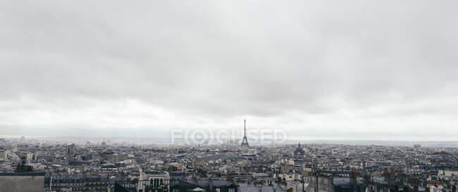 Франція, Іль-де-Франс, Париж, панорама хмарного неба над містом в центрі міста — стокове фото