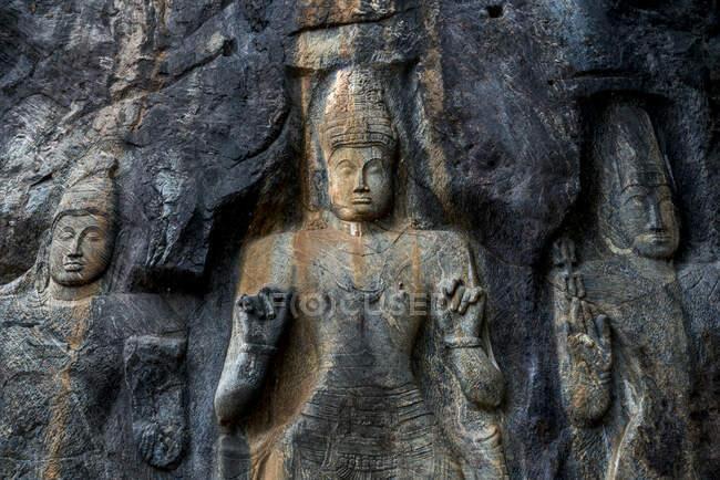 Sri Lanka, Uva Province, Wellawaya, Buddha statues at Buduruvagala temple — Stock Photo