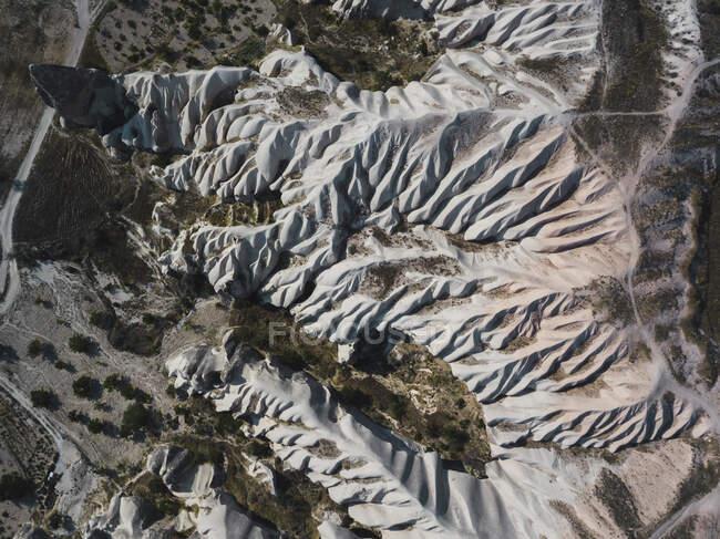 Veduta aerea delle formazioni tufacee della Cappadocia durante la giornata di sole, Turchia — Foto stock
