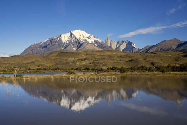 Chile, UltimaEsperanza Province, Torres del Paine reflect in alpine Lake — стокове фото