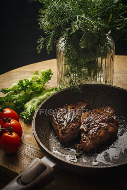 Rusia, San Petersburgo, Carne frita en sartén - foto de stock