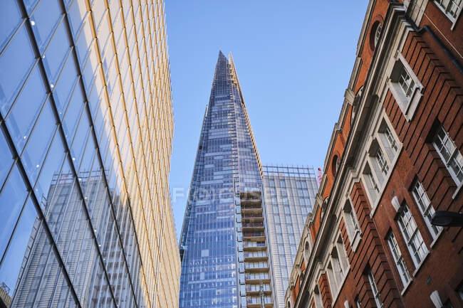 Велика Британія, Англія, Лондон, низький кут Вигляд на хмарочос — стокове фото