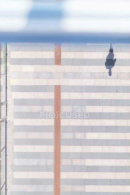 Dinamarca, Aarhus, Sombra de peatones vista desde arriba - foto de stock