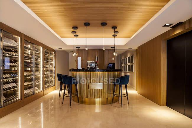 Blick auf elegantes Restaurant-Bar-Interieur — Stockfoto