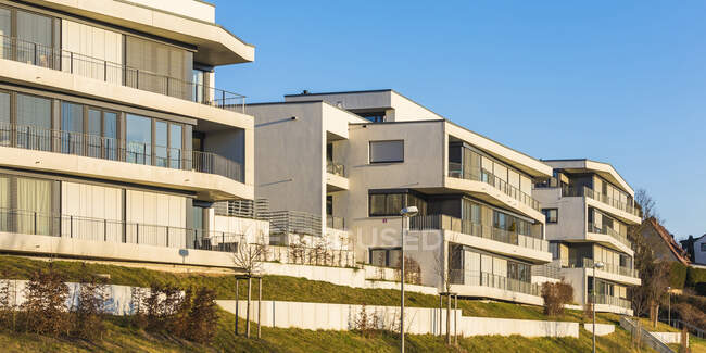 Allemagne, Baden-Wurttemberg, Stuttgart, Immeubles modernes blancs — Photo de stock