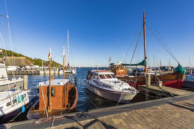 Germany, Mecklenburg-Western Pomerania, Neuendorf, Various boats moored in harbor of coastal town — Stock Photo