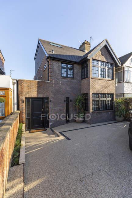 Vista esterna di una proprietà di lusso, Londra, Regno Unito — Foto stock