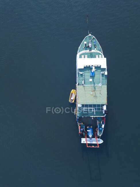 Indonesia, Bali, Serangan, Aerial view of fishing boat floating in blue sea water — Stock Photo