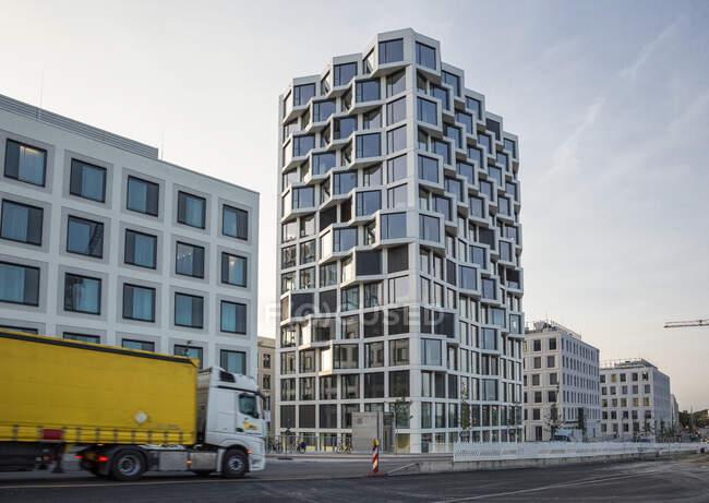 Современное высотное жилое здание в Мюнхене, Германия — стоковое фото