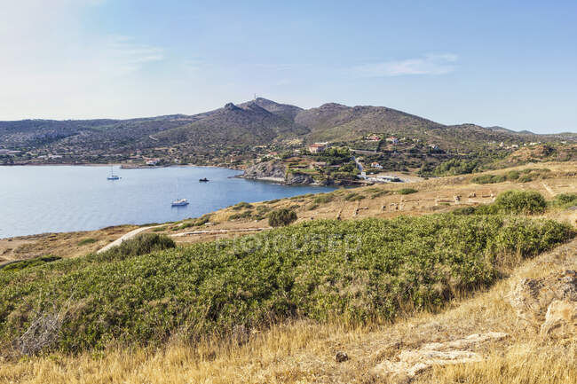 Парусники на побережье мыса Сунион, Аттика, Греция — стоковое фото