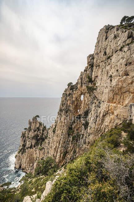 Francia, Costa Azzurra, Parco nazionale di Calanques, scogliere di gesso — Foto stock