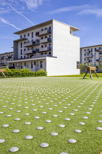 Germany, Bavaria, Munich, Playground with gymnastics vaults in front of residential buildings inTheresienpark — Stock Photo