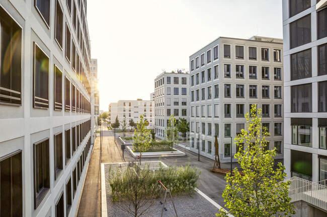 Moderno edificio residencial de gran altura en Munich, Alemania - foto de stock