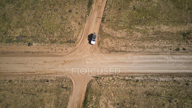 África do Sul, Cabo Ocidental, Blanco, Vista aérea de 4x4 branco na encruzilhada — Fotografia de Stock
