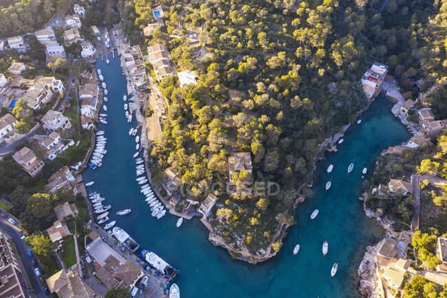 Spagna, Isole Baleari, Santanyi, Veduta aerea del porto di Cala Figuera — Foto stock
