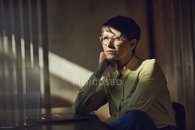 Businesswoman sitting in her sustainable office, portrait — Stock Photo