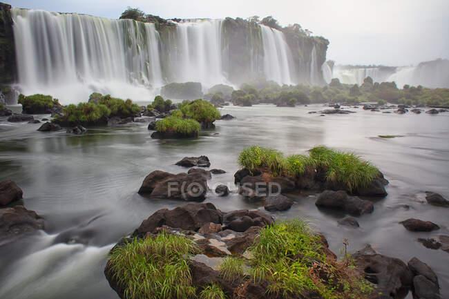Cascata della gola del diavolo, Cascate di Iguazu, Parco nazionale di Iguazu, Parana, Brasile — Foto stock