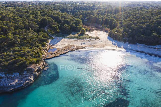 Spagna, Isole Baleari, Santanyi, Veduta aerea della spiaggia di sAmarador nel Parco Naturale di Mondrago — Foto stock