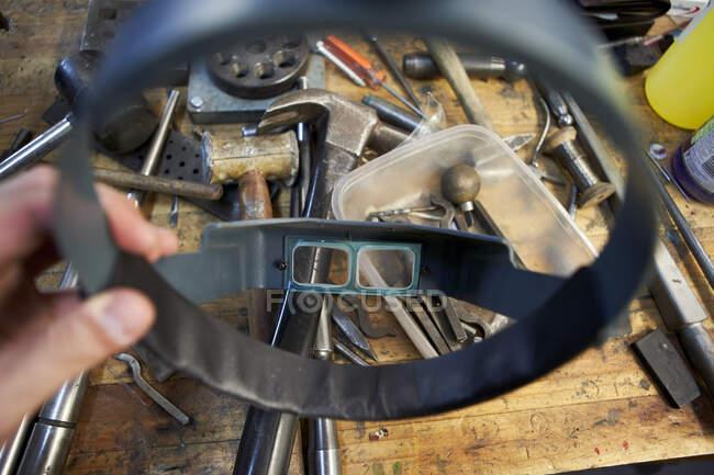 Óculos amplificadores para verificar os diamantes — Fotografia de Stock
