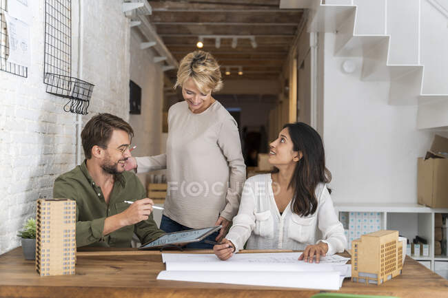 Smiling colleagues working together in architectural office — Stock Photo