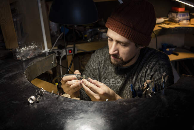 Goldsmith working on ring in his workshop — Stock Photo