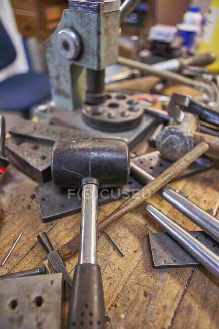Goldsmith, different kind of tools on workbench — Stock Photo