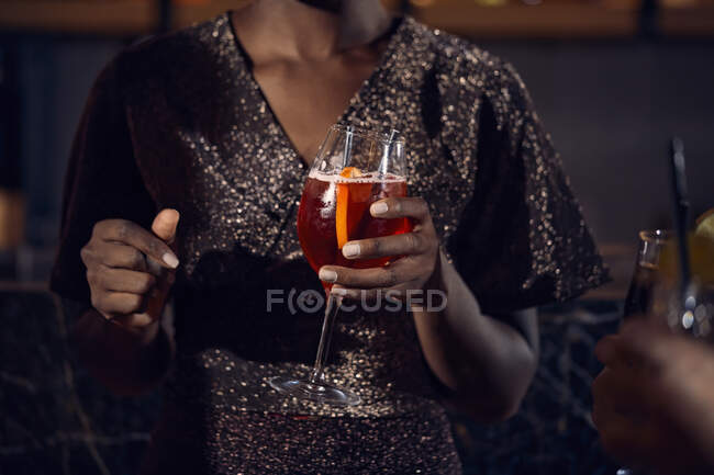 Close-up of woman holding a cocktail glass in a bar — Stock Photo