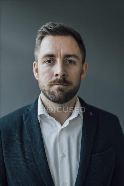 Portrait of brunette businessman — Stock Photo