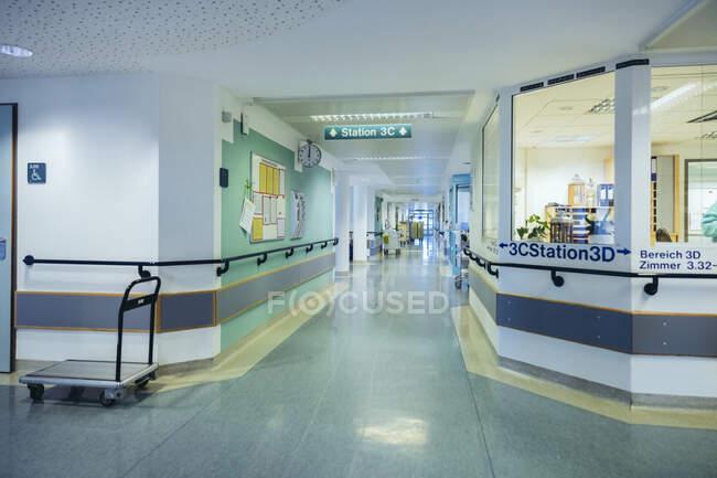 Empty ward in hospital — Stock Photo