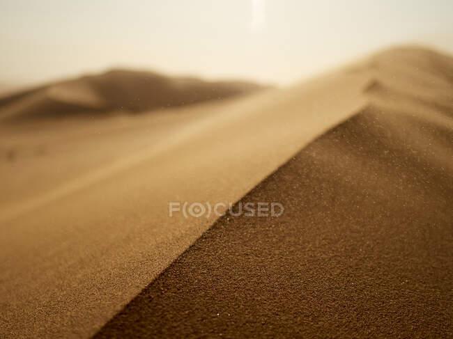 Крупный план песка дюны в пустыне, залив Уолвис, Намибия — стоковое фото
