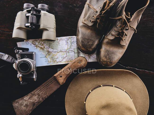 Accessori per il viaggiatore, concetto di viaggio e turismo — Foto stock