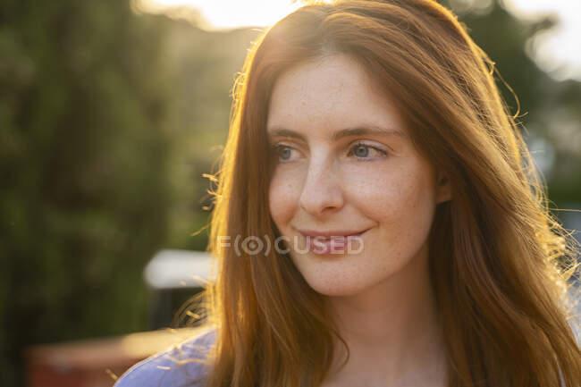 Portrait of redheaded woman — Stock Photo