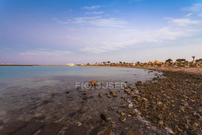Egitto, Hurghada, costa rocciosa della baia di Sahl Hasheesh — Foto stock