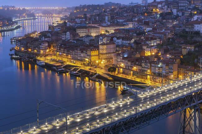 Portogallo, Porto District, Porto, Veduta aerea del ponte Dom Luis I di notte — Foto stock