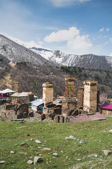 Джорджія, Сванеті, Ушулі, вежі середньовічного гірського села — стокове фото