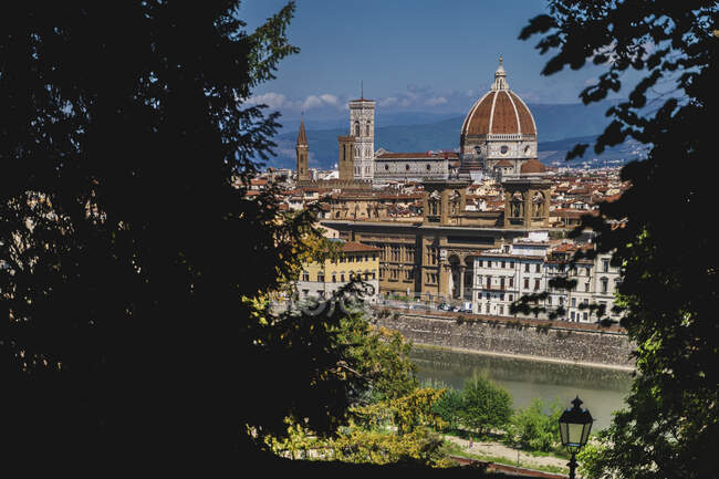 Italy, Tuscany, Florence, Cathedral Santa Maria del Fiore dome and buildings in old town — Stock Photo