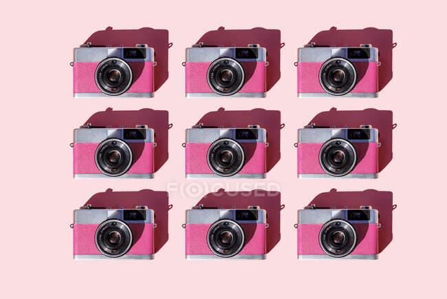 Зображення рядів старовинних аналогових камер. — стокове фото
