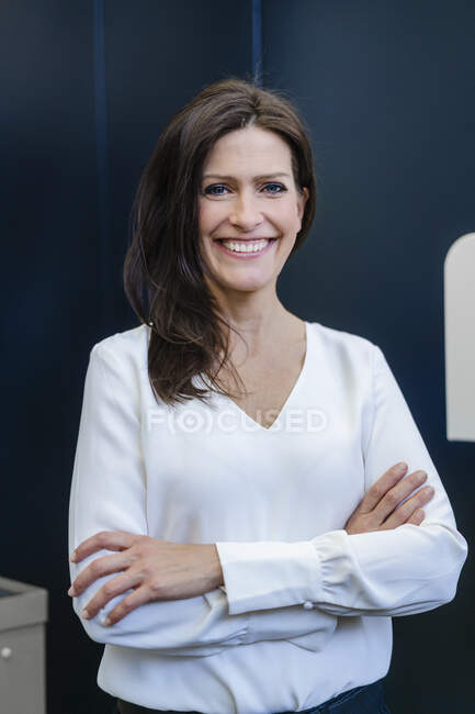 Portrait of a happy businesswoman in a factory — Stock Photo