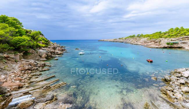Baia con vista sul mare, Ibiza, Spagna — Foto stock