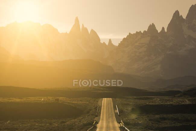 Estrada para El Chalten ao pôr do sol, Patagônia, Argentina — Fotografia de Stock