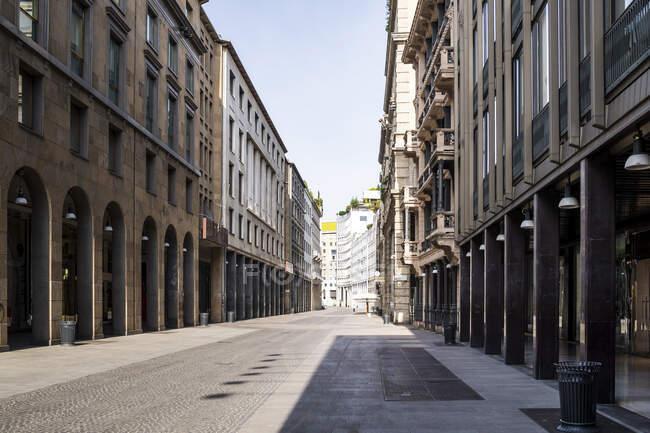 Itália, Milão, Corso Vittorio Emanuele II street during COVID-19 outbreak — Fotografia de Stock