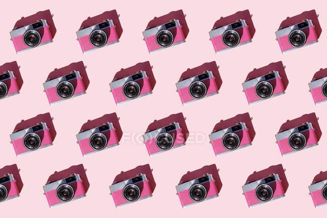 Безшовні ряди старовинних аналогових камер. — стокове фото