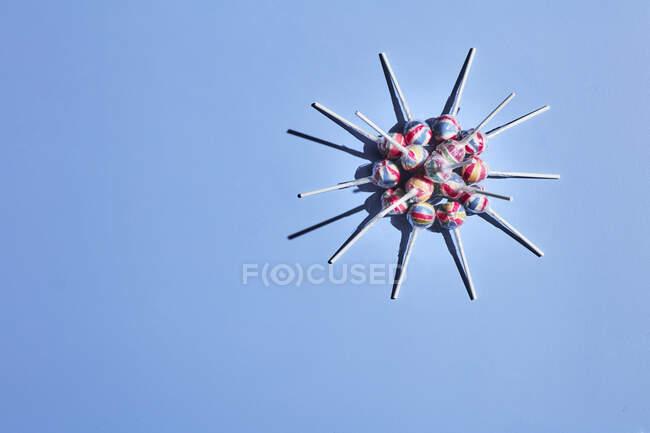 Lecca-lecca disposti a forma di cellula coronavirica — Foto stock